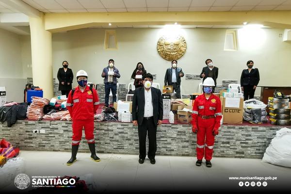 ALCALDE DE SANTIAGO ENTREGÓ EQUIPOS DE PROTECCIÓN  PERSONAL Y DE SEGURIDAD PARA EL REINICIO DE OBRAS EN EL DISTRITO