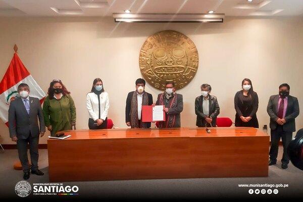 MUNICIPALIDAD DISTRITAL DE SANTIAGO Y MUNICIPALIDAD PROVINCIAL DE CUSCO, LLEVARON A CABO LA FIRMA DEL CONVENIO PARA LA EJECUCIÓN DE LA I.E.I. N° 444 DEL AA.HH. LUIS VALLEJO SANTONI